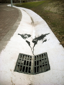 XX-Powerful-Street-Art-Pieces-That-Tell-The-Uncomfortable-Thruth26__880
